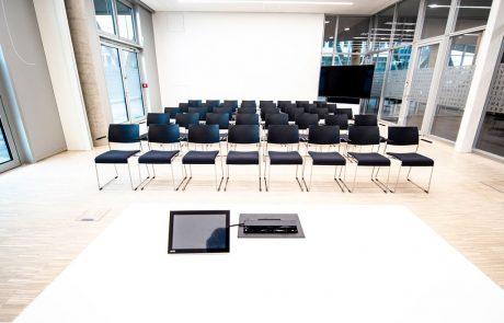 Stuhlreihen im FUNKE Event-Center