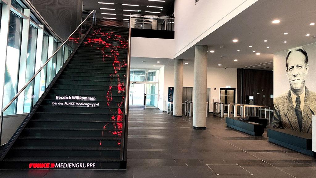 Die Medientreppe im Foyer des FUNKE Event-Centers